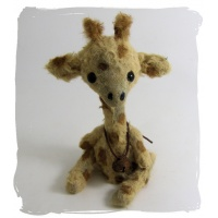 Kipenzi baby Giraffe by Little Scruffs